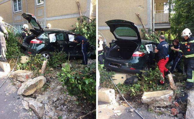 Bei dem Unfall entstand erheblicher Sachschaden, verletzt wurde, abgesehen vom Fahrzeuglenker, niemand.