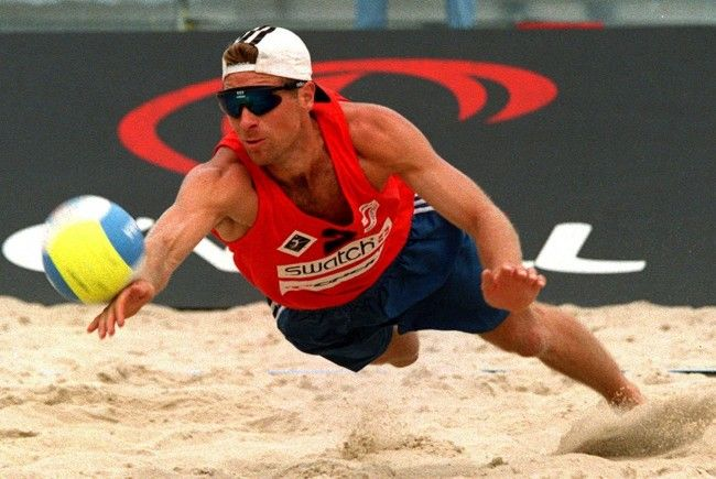 Robert Nowotny 1997 im ersten Spiel der Qualifikation bei der Beach-Volleyball EM auf der Wiener Donauinsel