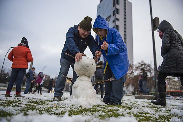 Schneemannbauen in der chilenischen Hauptstadt