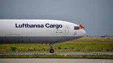 Frau bringt auf Lufthansa-Flug Baby zur Welt