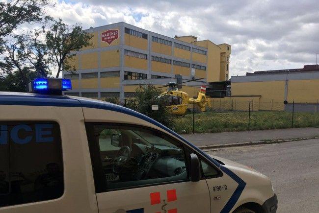Der 21-Jährige wurde notfallmedizinisch versorgt und ins Spital geflogen.