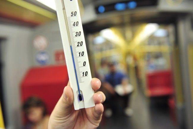 Eine Goldene Regel: Hat die U-Bahn nur gelbe Haltestangen, ist sie vollständig klimatisiert