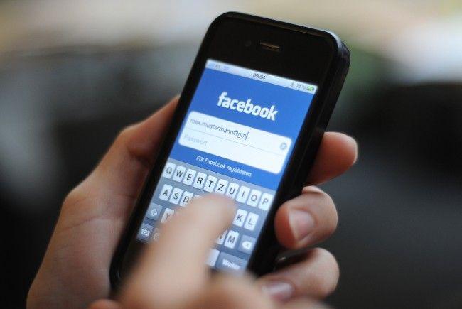 Facebook will künftig über die Messenger-App Werbung schalten.