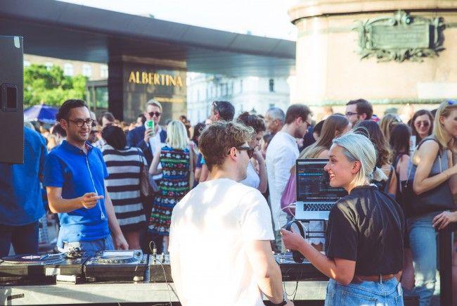 Jeden Mittwoch steigt vor der Albertina in Wien eine Afterwork-Party