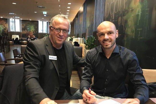 Austria-Sportchef Franz Wohlfahrt mit Neuzugang Heiko Westermann.