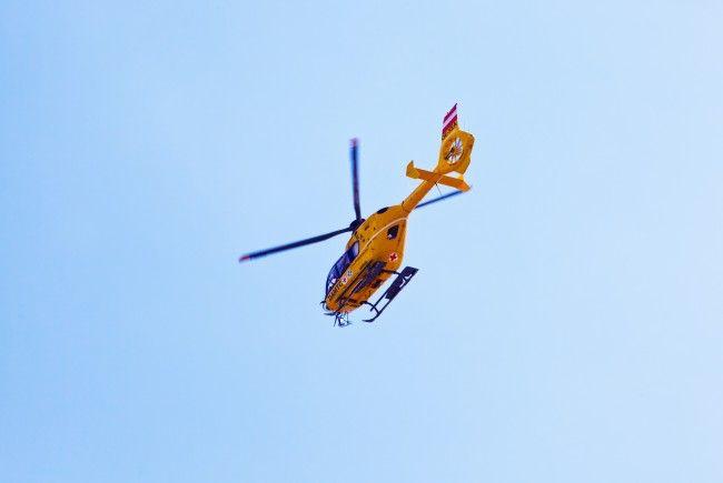 Ein schwer verletzter Motorradlenker musste mit dem Rettungshubschrauber in ein Krankenhaus gebracht werden