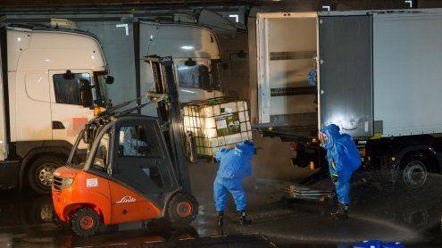 700 Liter Salzsäure ausgetreten: Schadstoffeinsatz in Wr Neudorf