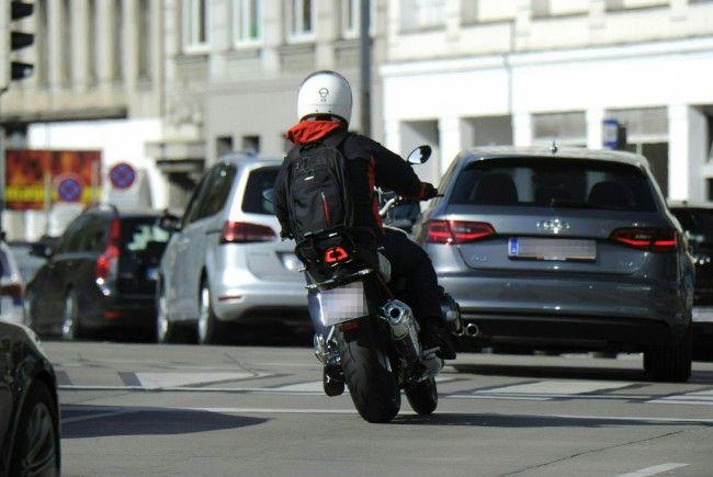 Ein Biker wurde bei einem Verkehrsunfall schwer verletzt