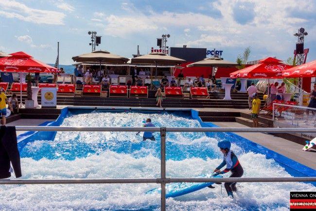 Das CityWave bietet Surf-Vergnügen bis 20. Septemebr 2017 vor der SCS.