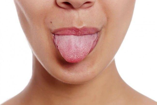 Die Zunge verrät einiges über die eigene Gesundheit.