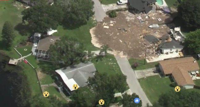 """Riesiges """"Sinkhole"""" in Florida verschluckt zwei Häuser"""