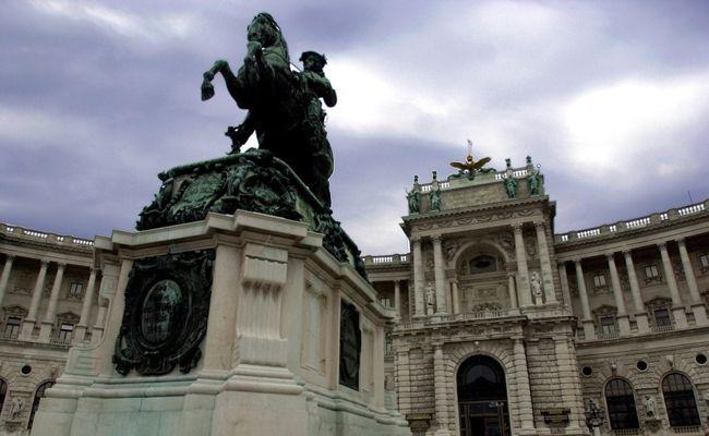 Das Prinz Eugen-Denkmal am Heldenplatz erinnert an die zahlreichen Siege des Feldherrn.