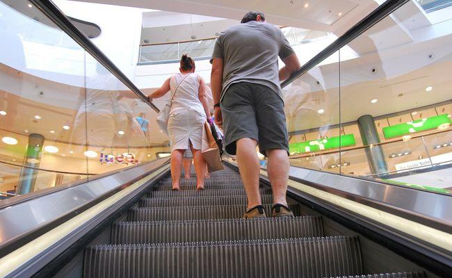 Der Handlauf einer Rolltreppe ist schneller als die Treppe.