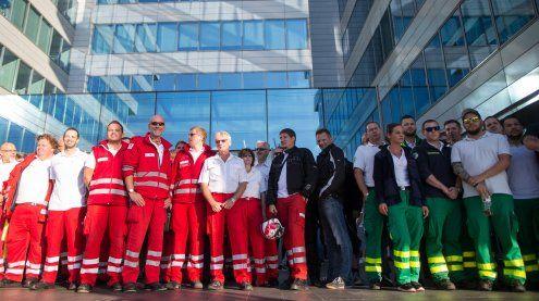 Kündigungen beim Roten Kreuz: 450 Sanitäter beraten zu Protest