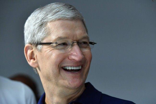 Apple CEO TIm Cook präsentierte auf Twitter die neuen Emojis.