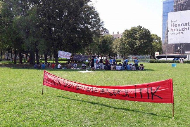 Beim Protest Camp im Votivpark