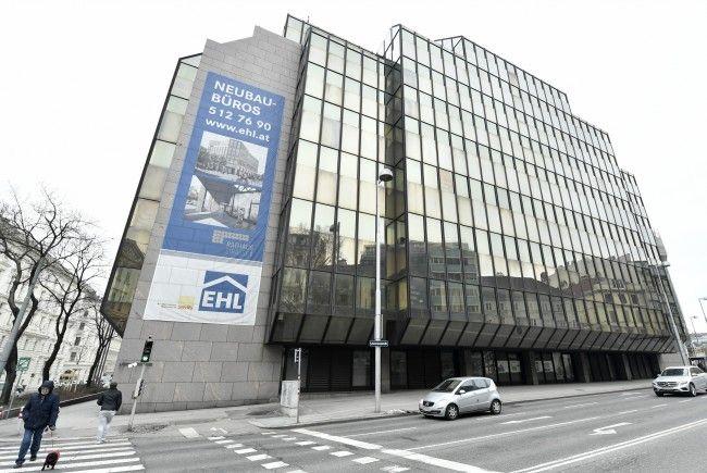 """Das ehemalige Rechenzentrum """"Glaspalast"""" in Wien wird abgetragen."""