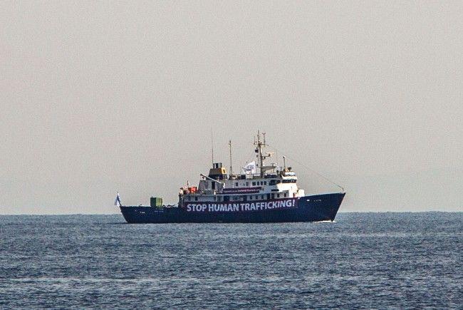 Die C-Star der Identitären ist nun selbst in Seenot und muss gerettet werden.