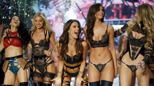 Österreichisches Model läuft bei Victoria's Secret-Show mit