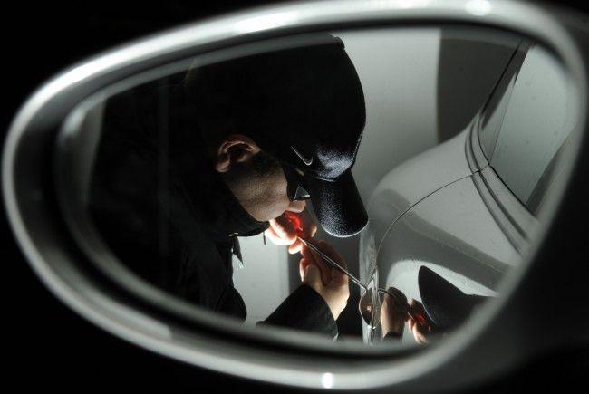 Die Polizei nahm in Liesing einen mutmaßlichen Pkw-Einbrecher fest.