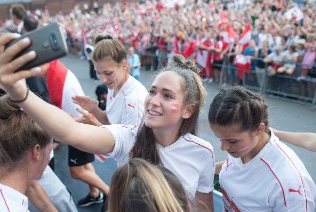 Begeisterung bei Team und Fans nach den Erfolgen bei der Fußball EM 2017