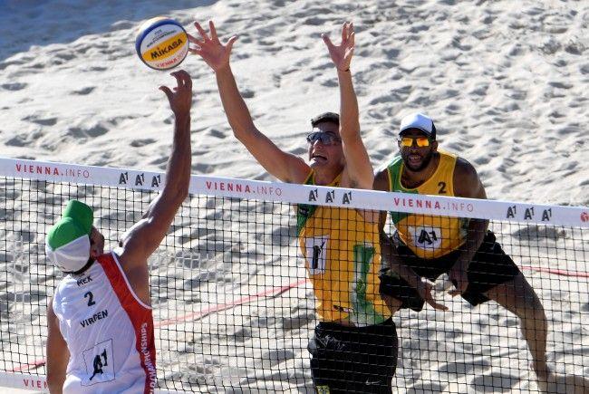 Andre Loyola (l.) und Evandro (BRA) stehen im Halbfinale der Beach-WM in Wien