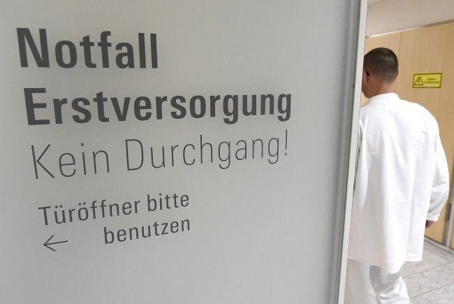 Eine Wienerin wurde in Kärnten von einem Auto überfahren und schwer verletzt ins Krankenhaus gebracht.