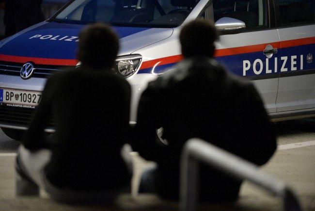 In Niederösterreich wurde ein Fahrzeug der Polizei gerammt