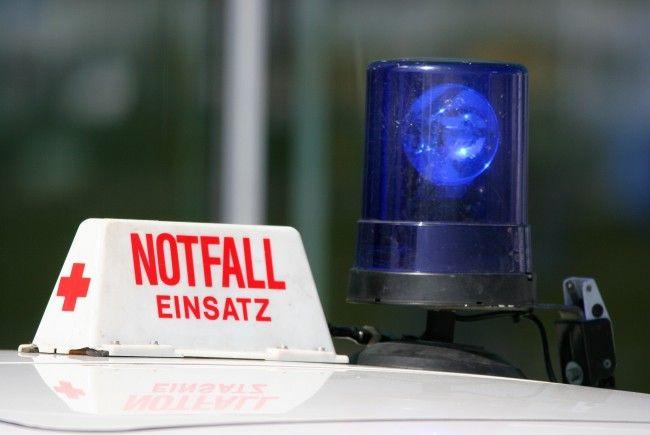 Bei einem Unfall auf der A2 wurden zwei Personen schwer verletzt