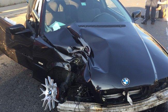 Der 19-jährige Unfalllenker in Floridsdorf erlitt schwere Verletzungen.