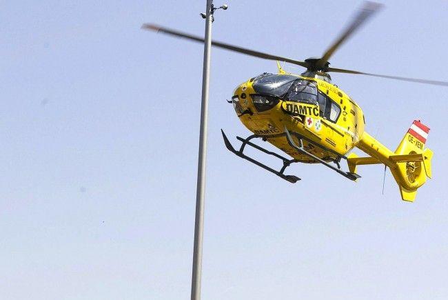 Nach dem Unfall auf der A4 holte der Notarzthubschrauber Christophorus 9 die verletzte Wienerin ab
