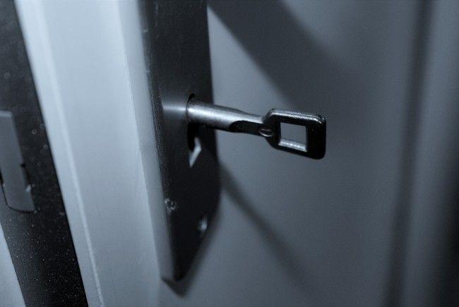Eine mutige Wienerin sperrte den Einbrecher in ihrer Wohnung ein.
