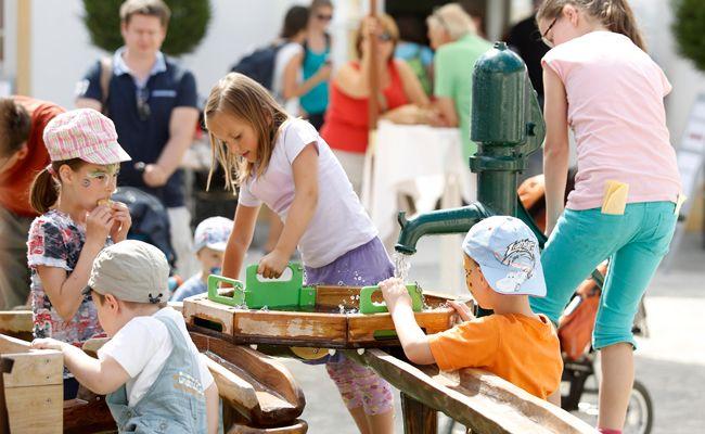 Auf Schloss Hof wird in den Sommerferien ein buntes Kinderprogramm geboten.