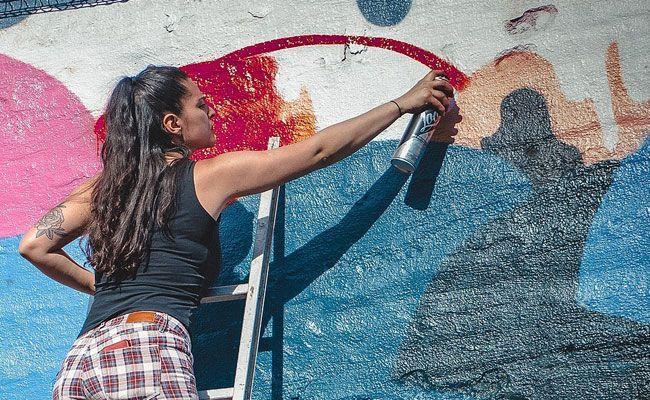 Eine junge Graffiti-Sprayerin wurde von der Polizei erwischt