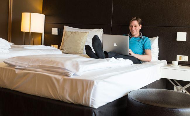 Im klimatisierten Hotelzimmer können Wiener eine erholsame Nacht verbringen.