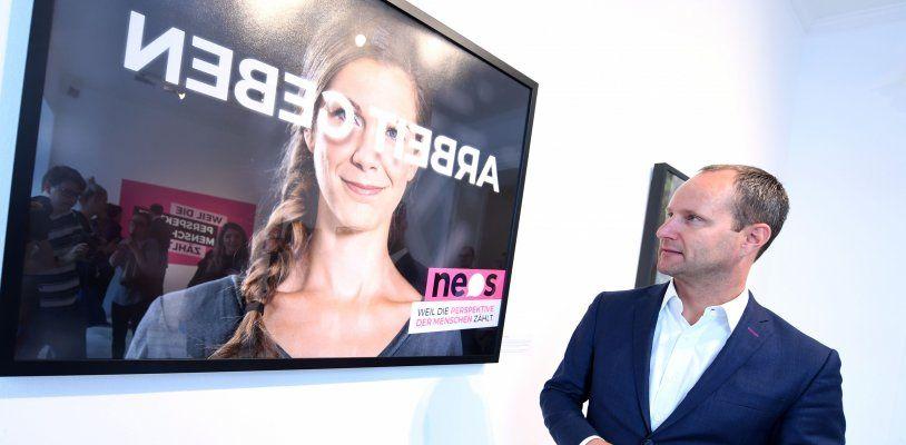 NEOS starten mit Wahlplakaten in Spiegelschrift in den NR-Wahlkampf