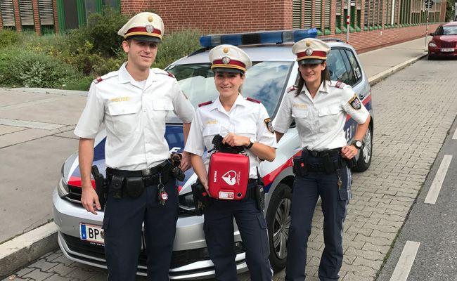 Polizisten waren im 22. Bezirk in Wien als Ersthelfer unterwegs.