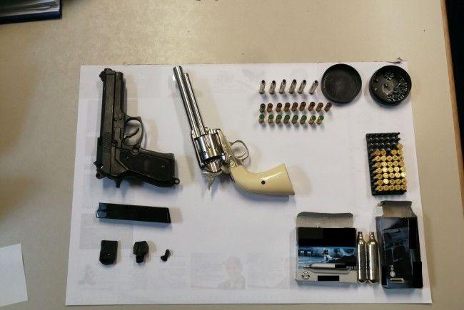 Diese Waffen wurden in der Wohnung sichergestellt.