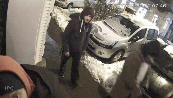 Nach zahlreichen Schmierereien in Wien 15 sucht die Polizei nach diesem Männern.
