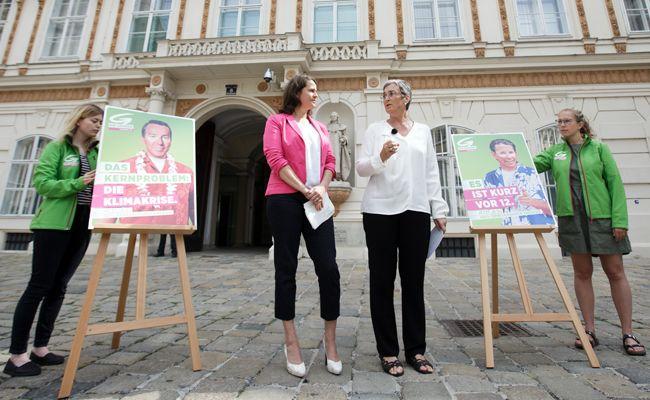 Die Grüne Spitzenkandidatin Ulrike Lunacek präsentierte zwei neue Plakate.