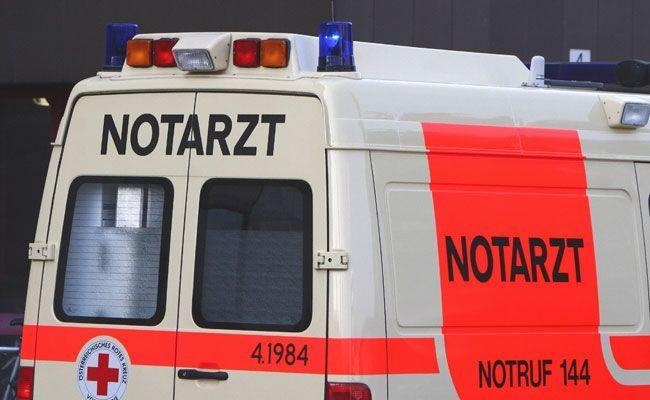 Der verletzte Lenker wurde ins Spital gebracht.