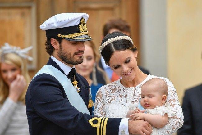 Carl Philip und seine Sofia bei der Taufe ihres ersten Kindes Alexander.