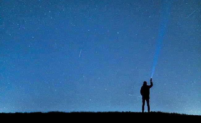 Am 12. August können im Planetarium Wien Sternschnuppen beobachtet werden.