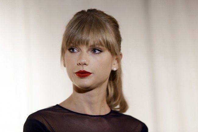 Radiomoderator Mueller fordert von Swift 3 Millionen Dollar.