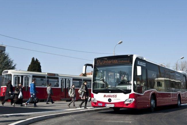 Bus- und Bim-Fahrpläne mit Änderungen durch die U1-Verlängerung in Wien-Favoriten.