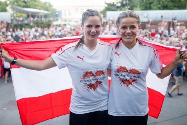 Das Frauen-Nationalteam wurde von Fans in Wien empfangen.