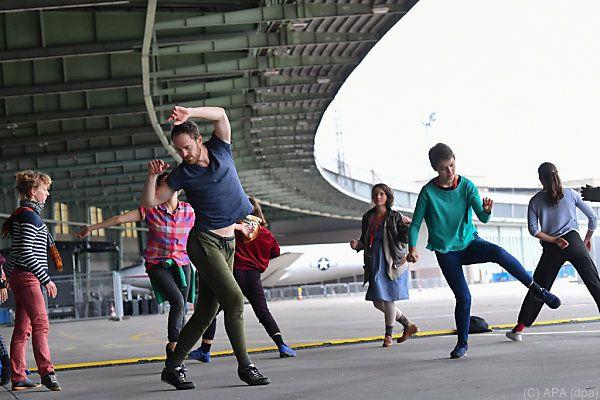 """Open-Air-Aufführung """"Fous de danse"""" in Berlin"""