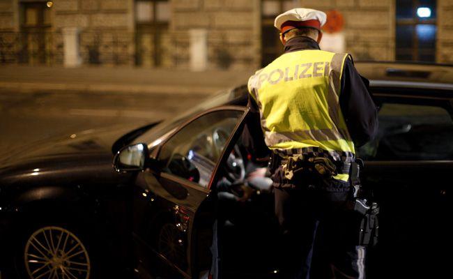 Die Polizei führte in der Nacht auf Freitag in Wien eine umfangreiche Schwerpunktkontrolle durch.
