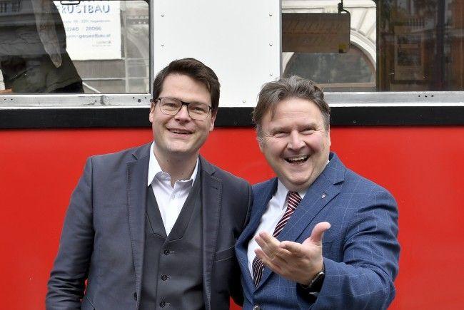 """Die SPÖ-Stadträte Jürgen Czernohorszky und Michael Ludwig bei der Pressekonferenz """"130 Jahre Wiener Volkshochschulen""""."""