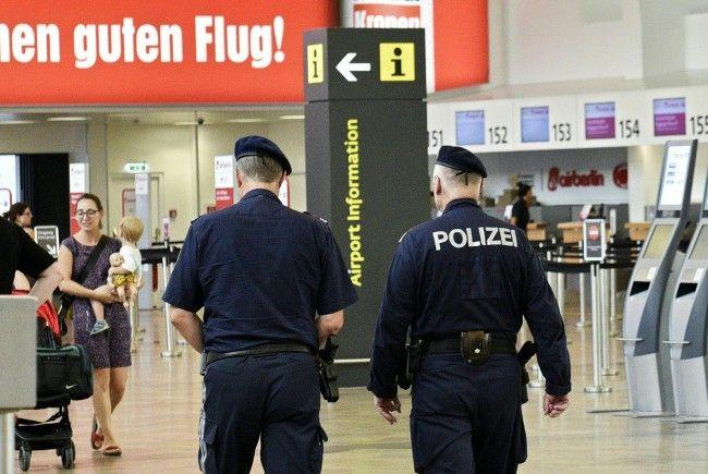 Am Wiener Flughafen nahm die Wiener Polizei einen gesuchten Kosovaren fest